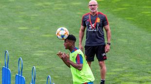 Ansu Fati en un entrenamiento de la selección con Luis De La Fuente...