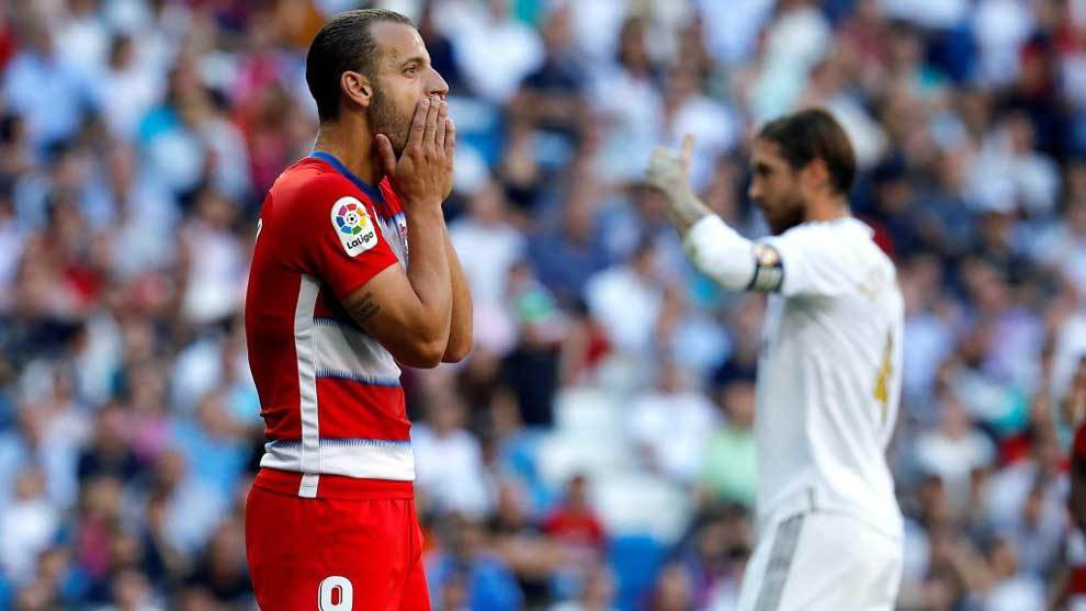 Roberto Soldado, durante el partido ante el Real Madrid,...