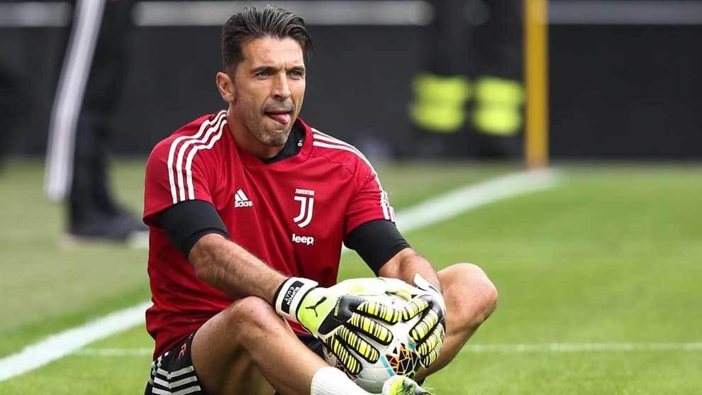 Gianluigi Buffon warming up ahead of the recent game against Verona
