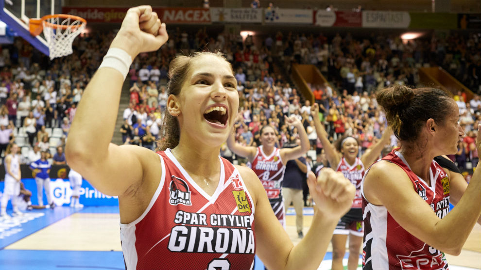 Roso Buch, capitana del Spar Citylift Girona, celebra un triunfo.