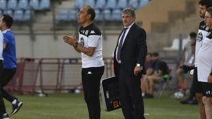 Eloy Jiménez dirigiendo a sus jugadores en la banda del Juegos...