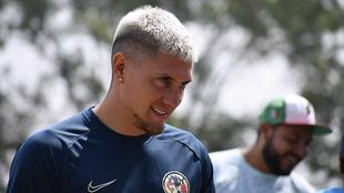 Nicolás Castillo en el entrenamiento del América