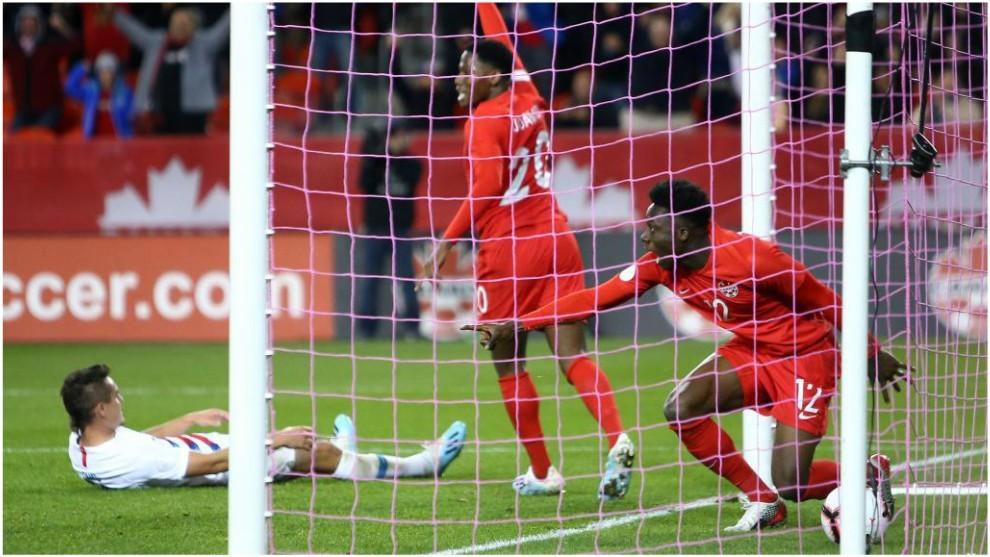 Alphonso Davies celebra su gol contra Estados Unidos.