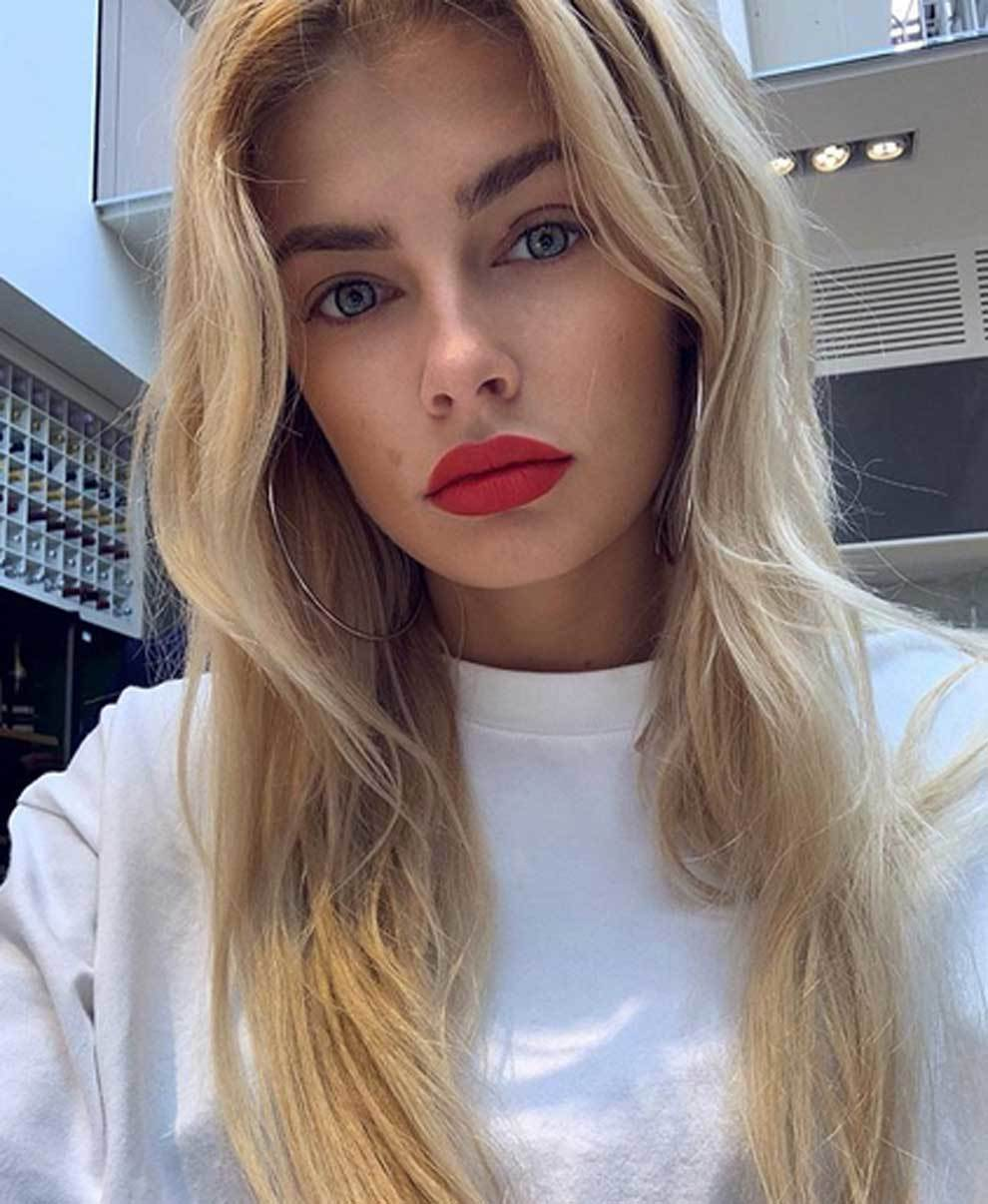 Zinchenko's girlfriend, journalist and model vlada...