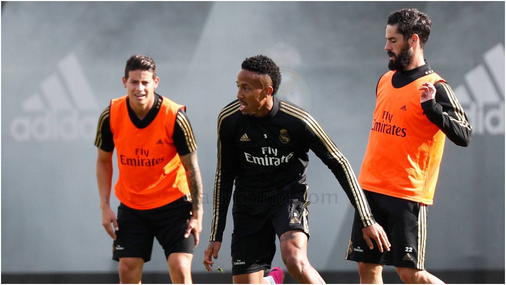 James, Isco and Militao during training