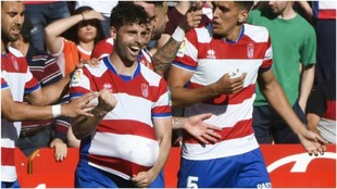 Rodri celebra un gol con el Granada frente al Nástic.