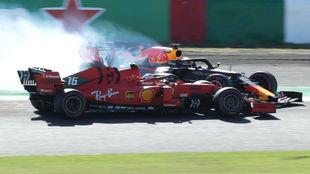 Leclerc choca con Verstappen, en el GP de Japón.
