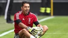 Gianluigi Buffon, en un calentamiento previo al encuentro frente al...