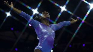 Simone Biles, durante los pasados Campeonatos del Mundo de gimnasia...