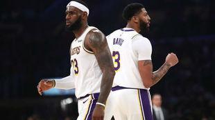 LeBron James y Anthony Davis compartiendo cancha en el Staples Center...