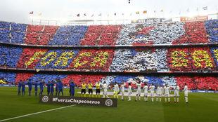 Mosaico en el Camp Nou antes de un Clásico.