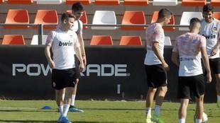 Kevin Gameiro, en un entrenamiento con el Valencia ya recuperado de la...