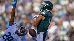 J.J. Arcega-Whiteside no controla el balón contra los Lions