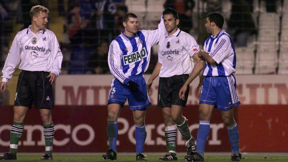 Schurrer, Salva y Naybet, durante un Deportivo-Racing en la 89-90