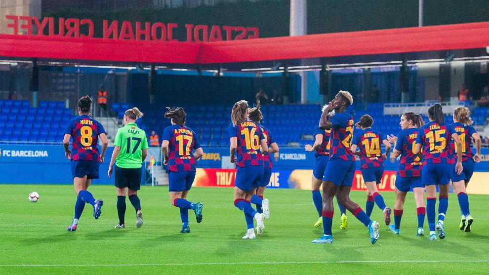 Las jugadoras del Barcelona celebran un gol en el Estadi Johan Cruyff.