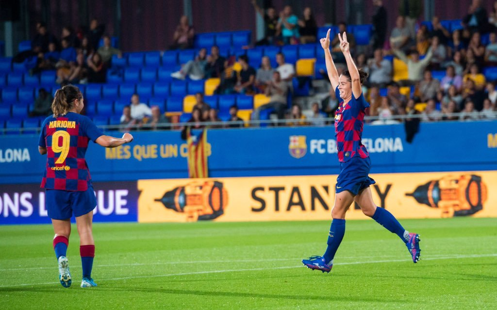 Marta Torrejón celebra el segundo gol del Barcelona ante el Minsk.