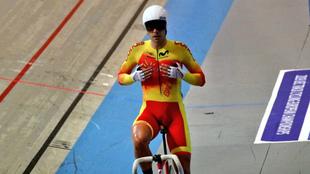 Sebastián Mora celebra su triunfo en el Scratch del Europeo.