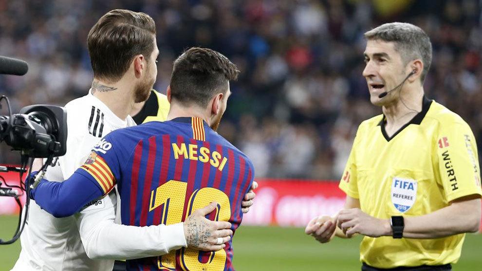 Sergio Ramos y Messi y un lance del Clasico Barça  - Real Madrid
