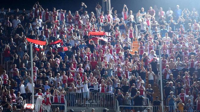 Aficionados del Ajax en Mestalla.