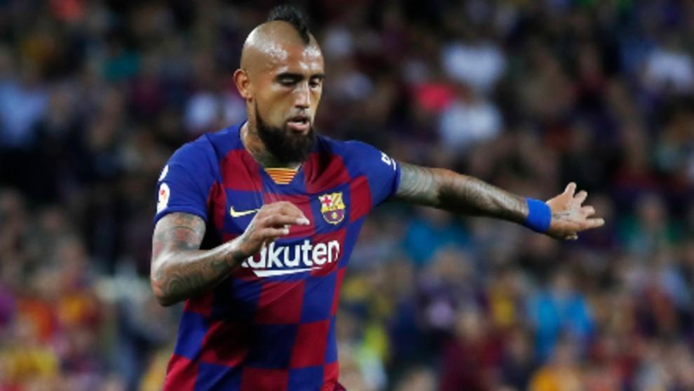 Arturo Vidal en un partido en el Camp Nou