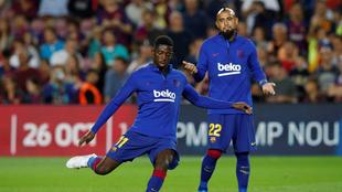 Vidal y Dembélé en un calentamiento con el Barcelona.