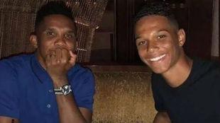 Samuel Eto'o con su hijo Etenne.