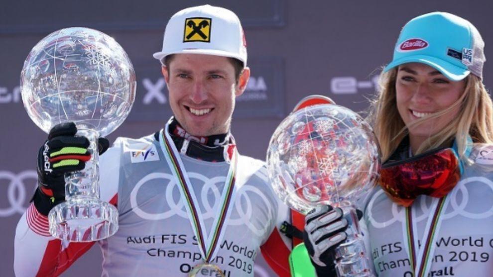 Mikaela Shiffrin y Marcel Hirscher exhiben sus Globos de Cristal en...