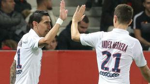 Di María (31) y Ander Herrera (30) celebran uno de los goles del...