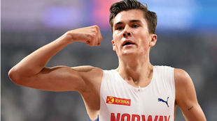 Jakob Ingebrigtsen celebra una victoria