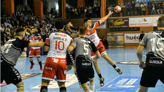 Un momento del partido entre el Cuenca y el Nava /