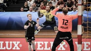 Renaud-David intenta una 'rosca' ante el portero Möller /