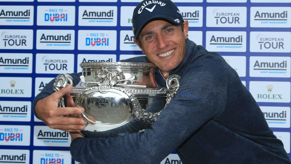 Nicolas Colsaerts con el trofeo de ganador del Open de Francia.