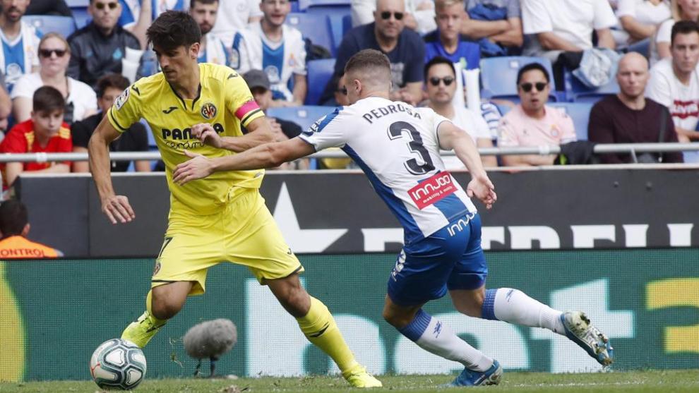 Gerard Moreno encara a Pedrosa y se va durante el partido.