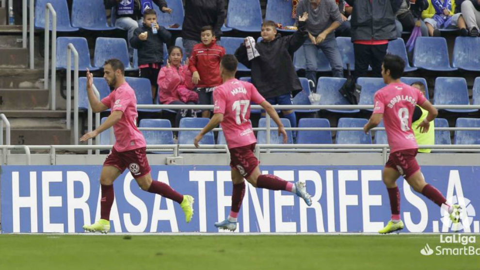 Malbasic celebra el primero de los goles del Tenerife al Racing