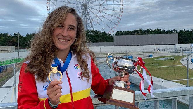 Nuria Villarrubla, con su medalla de opro en el estreno del canal...