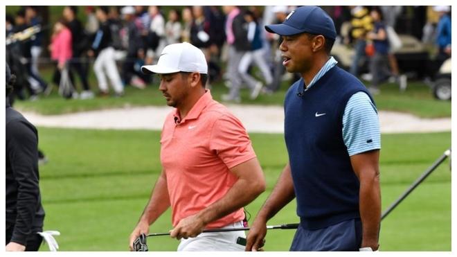 Jason Day, junto a Tiger Woods durante el Japan Skins.
