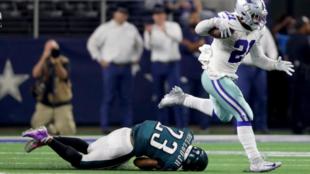 Ezekiel Elliott de los Cowboys deja Rodney McLeod de los Eagles  en el...