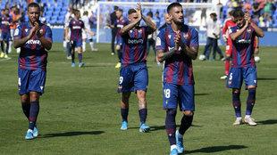 Los jugadores del Levante, tras ganar en Butarque.