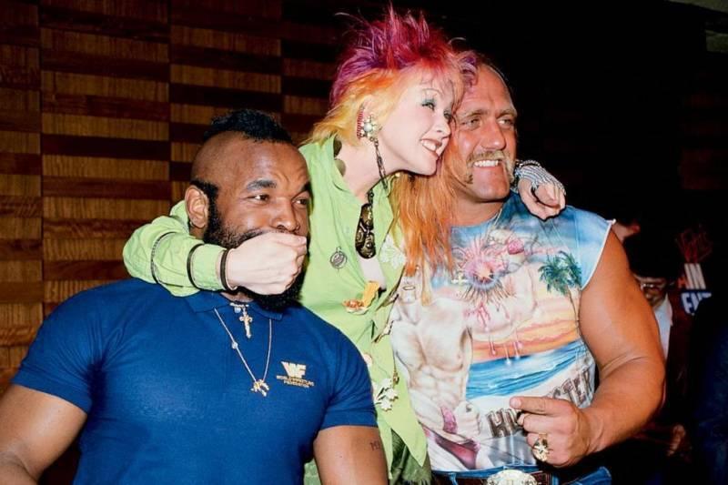 Cyndi Lauper con Mr. T y Hulk Hogan