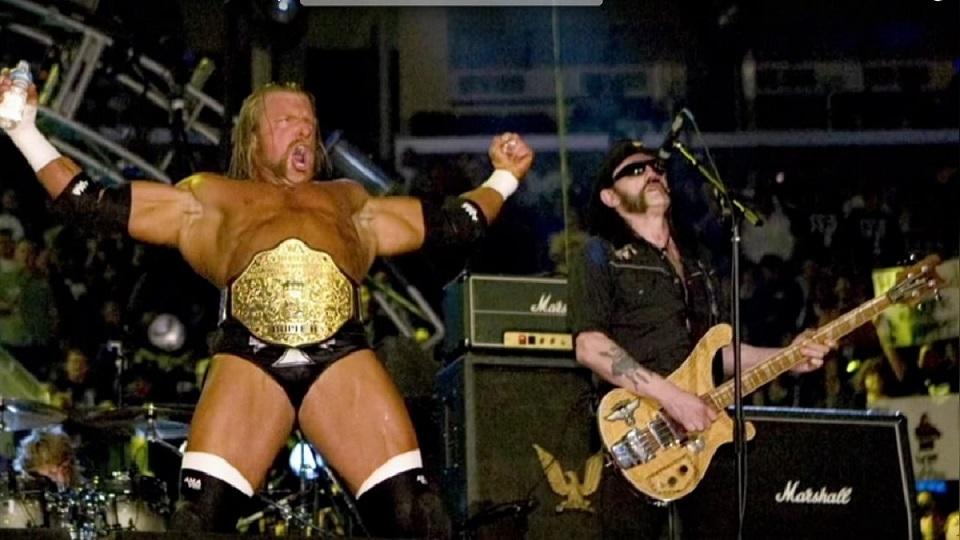 Lemmy junto a Triple H en WrestleMania