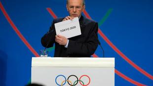 El ex presidente del COI, Jacques Rogge, anuncia la elección de Tokio...
