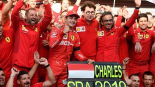 Charles Leclerc celebra su victoria en Spa.