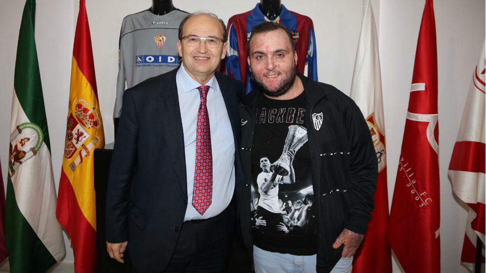 El presidente José Castro y Juan Manuel Calderón en el...