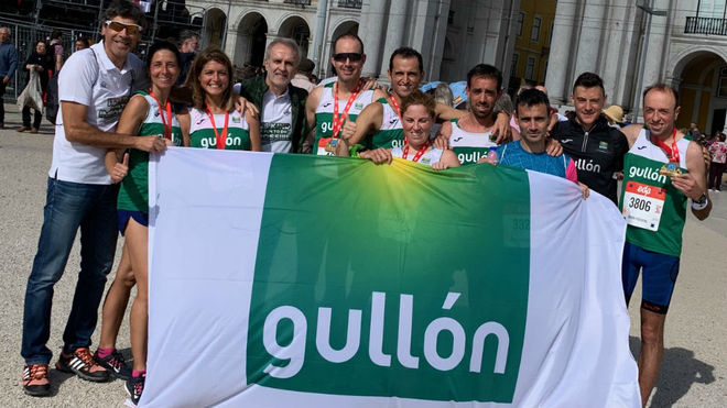 El equipo de Gullón, en el maratón de Lisboa.