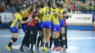 Las jugadores del Rocasa celebran una victoria /