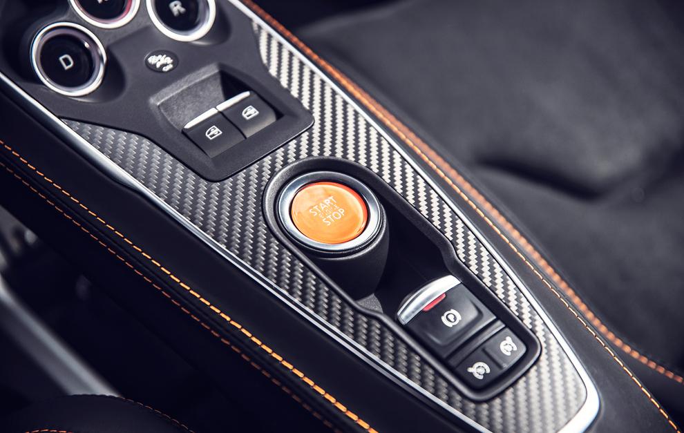 Los detalles en carbono son parte de la identidad racing del A110S.
