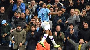 Sterling celebra uno de sus goles al Atalanta.