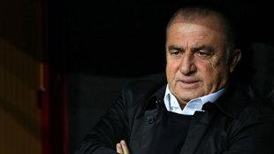 Fatih Terim, en el banquillo durante el partido contra el Real Madrid.