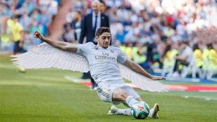 Valverde, en un montaje con alas.