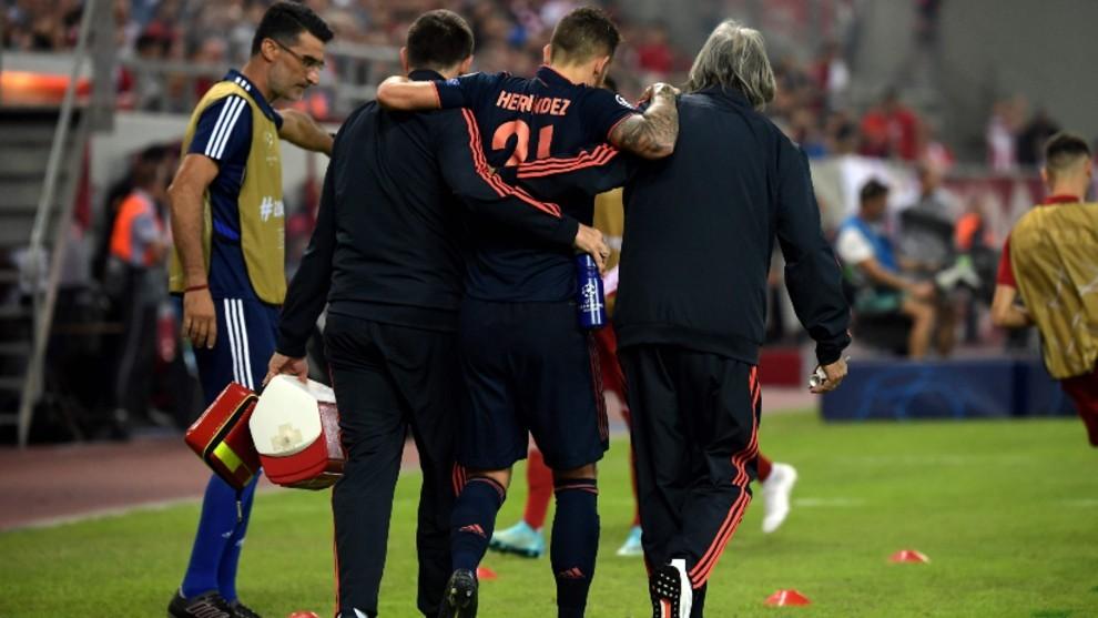Lucas Hernández tras caer lesionado